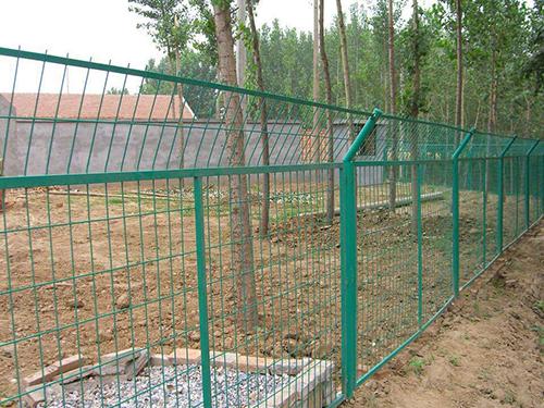 护栏网生产工艺及护栏网的种类、特点